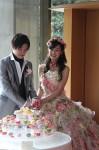 和ケーキ入刀入刀後は生菓子をゲストの皆様にお召し上がりいただきます