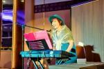 模擬披露宴の途中に、夢海さんのライブもありました